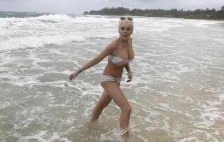 Lindsay Lohan Beach Pics, Lindsay Lohan Bikini Photos