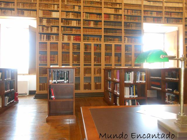 Apaixonei-me pela Biblioteca Pública de Évora.