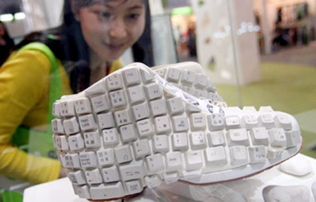keyboard-art-recycle-DIY-amazing-reuse-fun-do it yourself-fashion-gadgets-badg-necklace-ring-earring-belt-tie-show-cufflink
