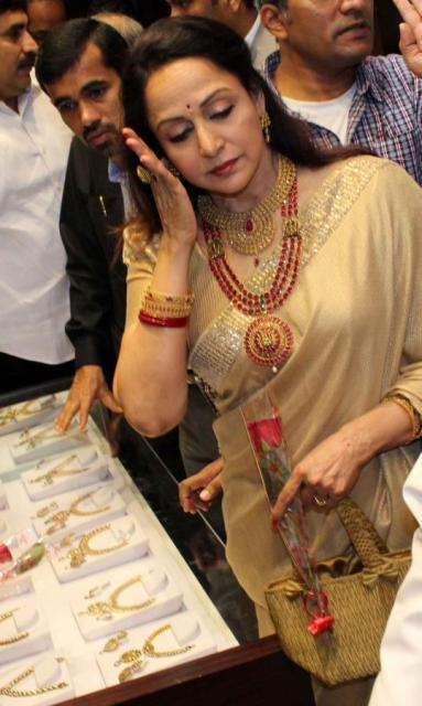 Hema Malini at Malabar Gold & Diamonds store Launch