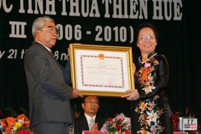 Bí thư Tỉnh ủy Hồ Xuân Mãn vinh dự đón nhận danh hiệu Anh hùng Lực lượng Vũ trang nhân dân thời kỳ kháng chiến chống Mỹ