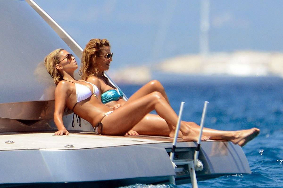 What better place to enjoy the sweet summer days than on a board of luxury yacht?! Leaving the big city behind, Sylvie Van Der Vaart took some time to relax bask in the warm Sun and enjoying a series tactile display on Thursday, June 26, 2014 with several female friends.