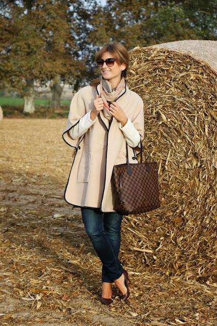 http://4.bp.blogspot.com/-NWllYXRYnzo/UngtWWaO4FI/AAAAAAAAPKM/8cU8buPvieI/s1600/capa-abrigo_capa-street_style-fashion-louis_vuitton-neverfull-bufanda_cuadros-a_trendy_life005.JPG