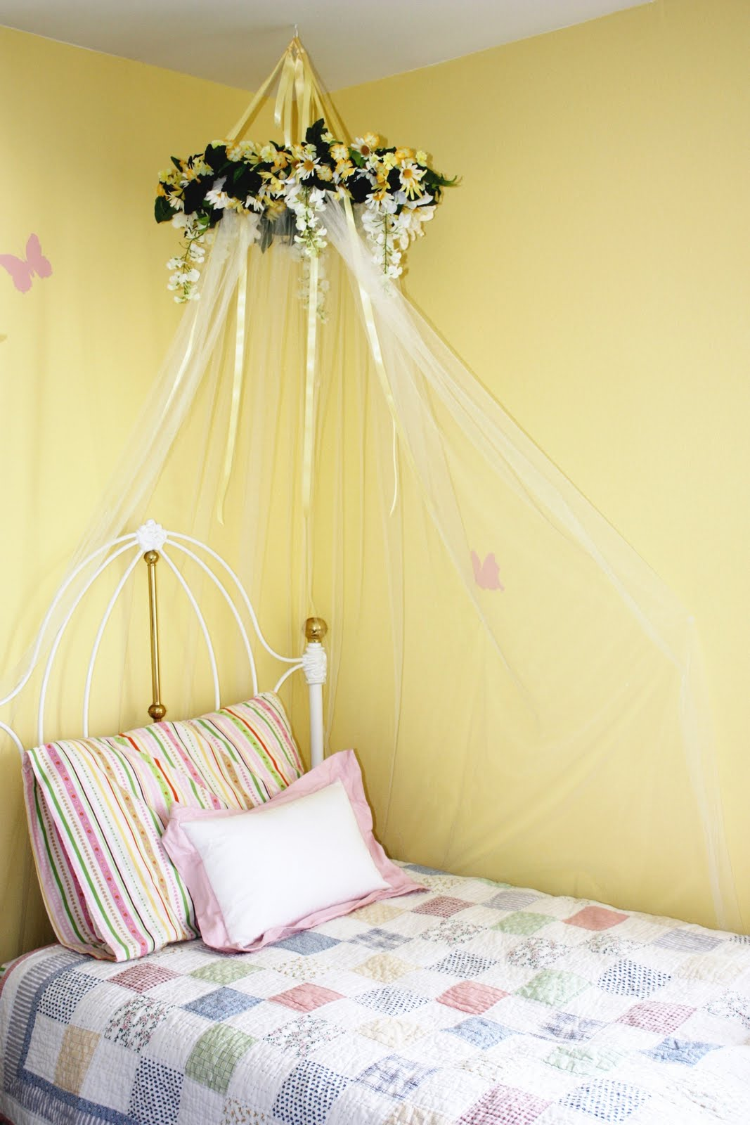 DIY bed canopy for little girls room & Everyday Art: DIY bed canopy for little girls room