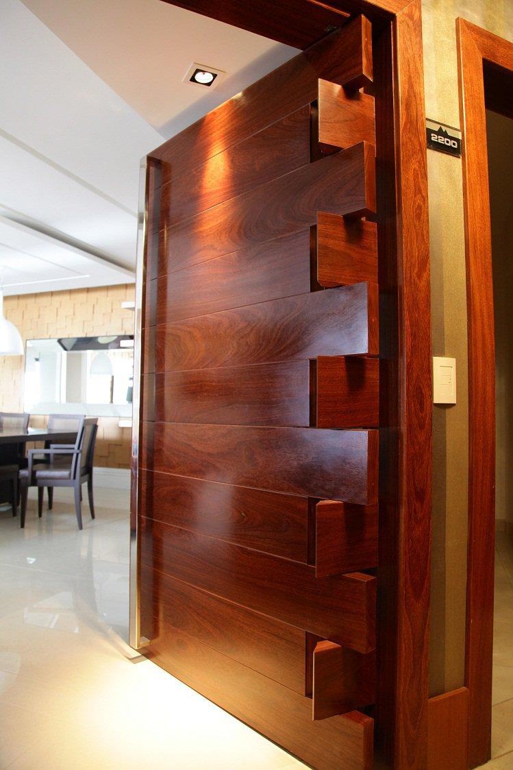 Arte madeira portas pivotantes - Puertas internas de madera ...