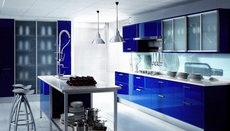 Decoraci n de cocinas en azul - Cocinas azul tierra ...