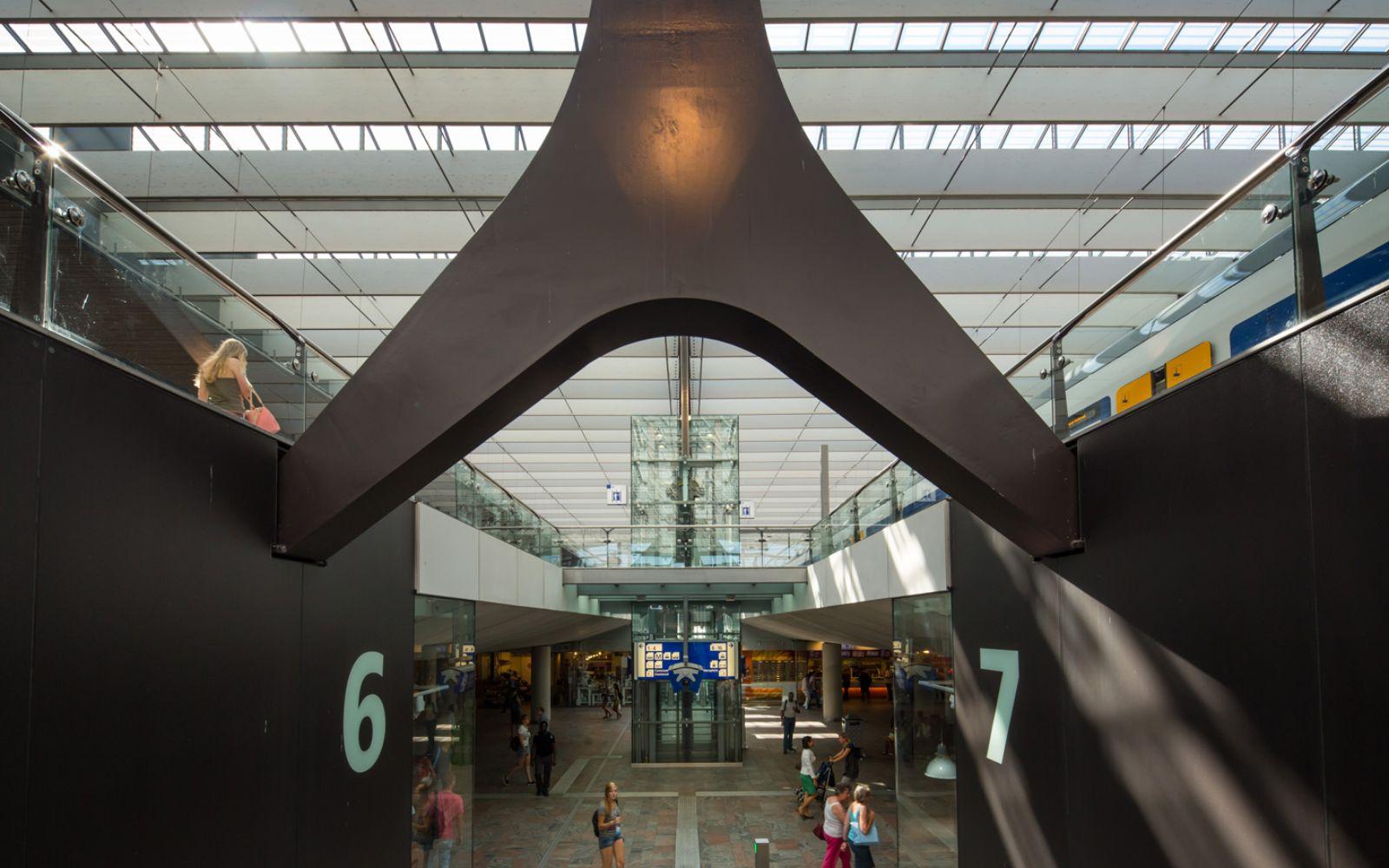 11-Rotterdam-Centro-Estación-por-Team-CS