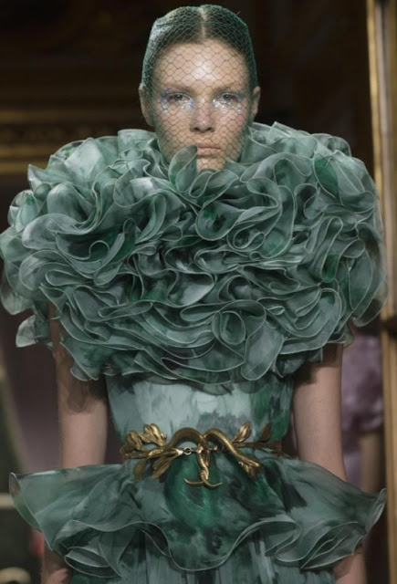 Eye on couture giambattista valli haute couture fall 2012 for Haute couture clients