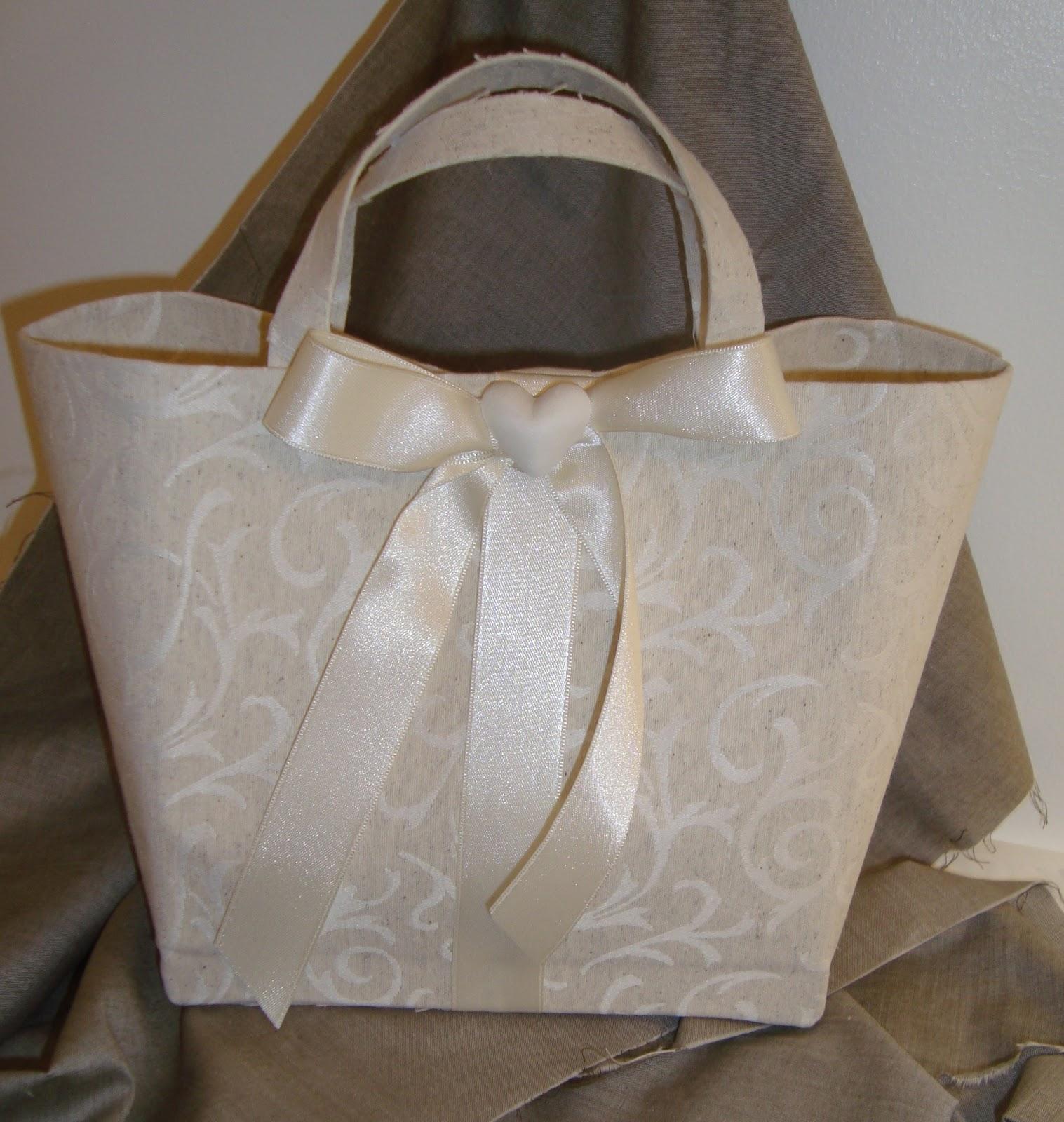 Sorelle cuscinetti porta fedi e scatole porta confetti - Porta cuscinetti ...