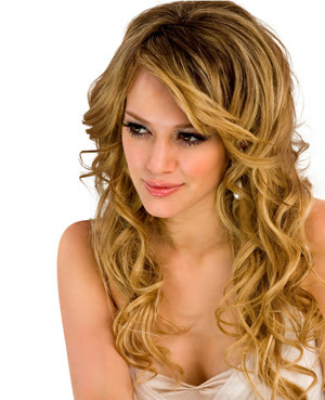 woman curly long hairstyles