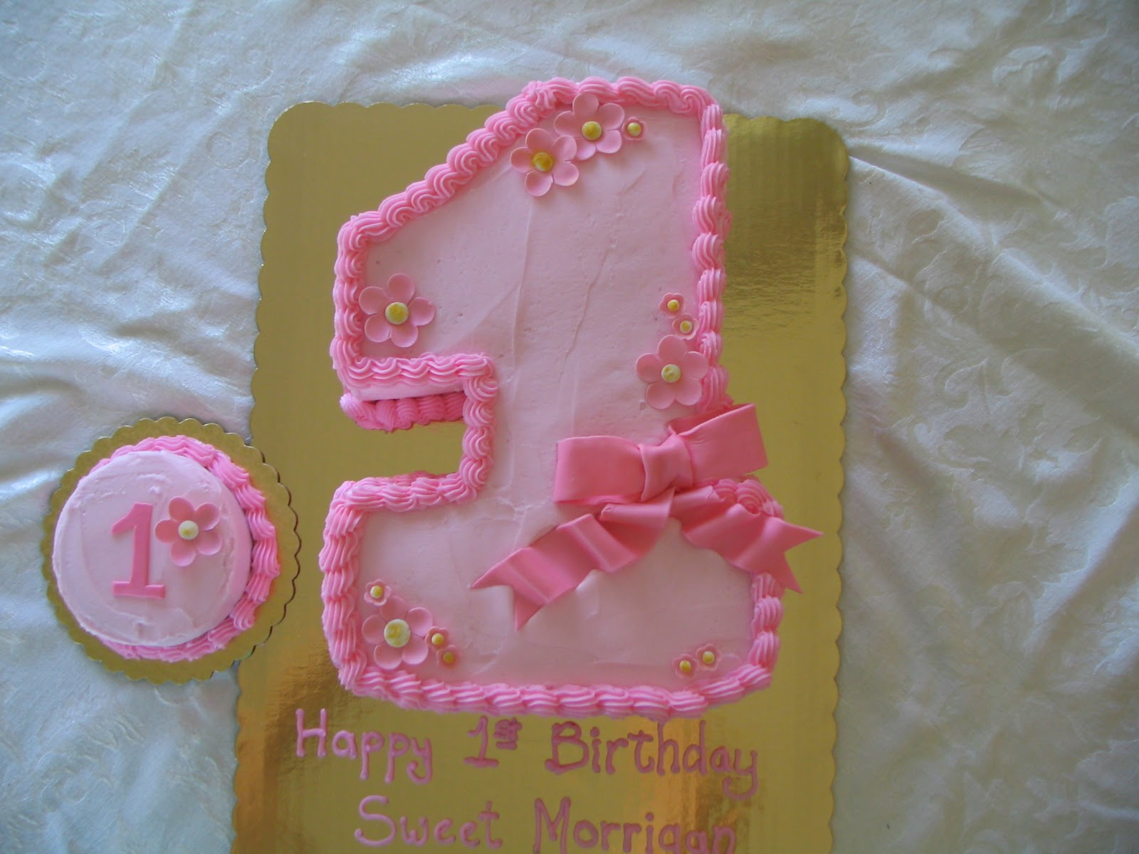 Piped Dreams Pretty And Pink First Birthday Cake
