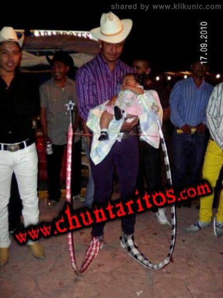 http://4.bp.blogspot.com/-NYR1v_rqM4I/TXXRhpsq78I/AAAAAAAAQZQ/QiQ2Ay7P84E/s1600/these_boots_17.jpg