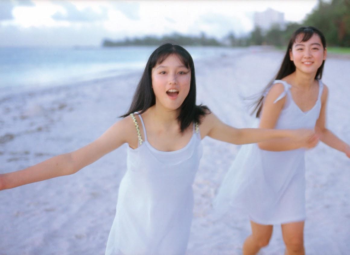 saori nara and yoko mitsuya sexy beach bikini photos 02