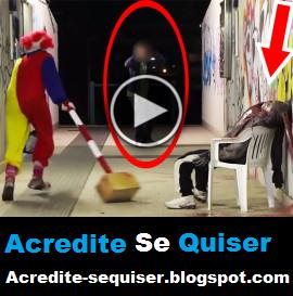 Bizarro - Homem Vestido De Palhaço Explode a Cabeça das Pessoas