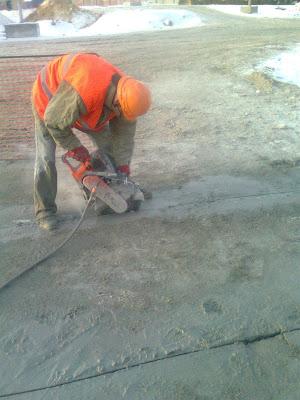 Резка швов в бетоне, штробление плит, фундаментов домов, демонтаж жб плит и блоков
