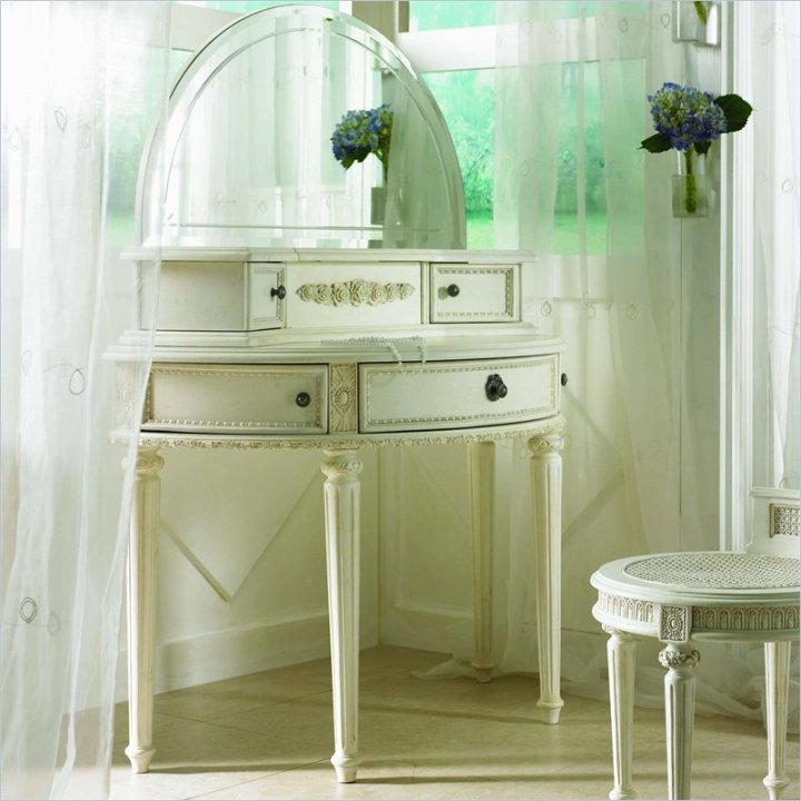 Makeup Vanity With Lights Nz : Bedroom Vanities: A new Female s Best Buddy Dreams House Furniture