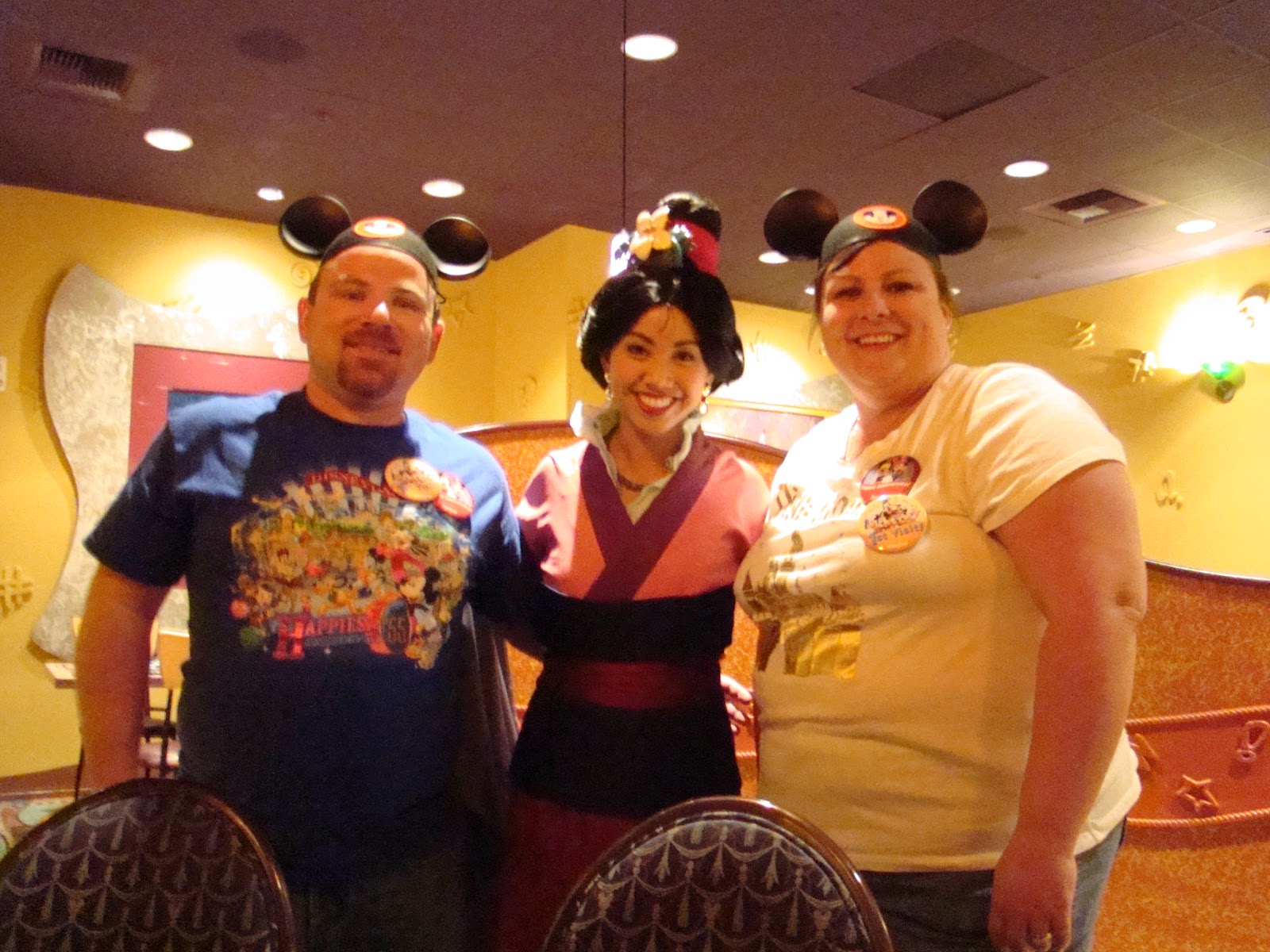 Dis Characters: Disneyland - Goofy\'s Kitchen Character Dinner at ...
