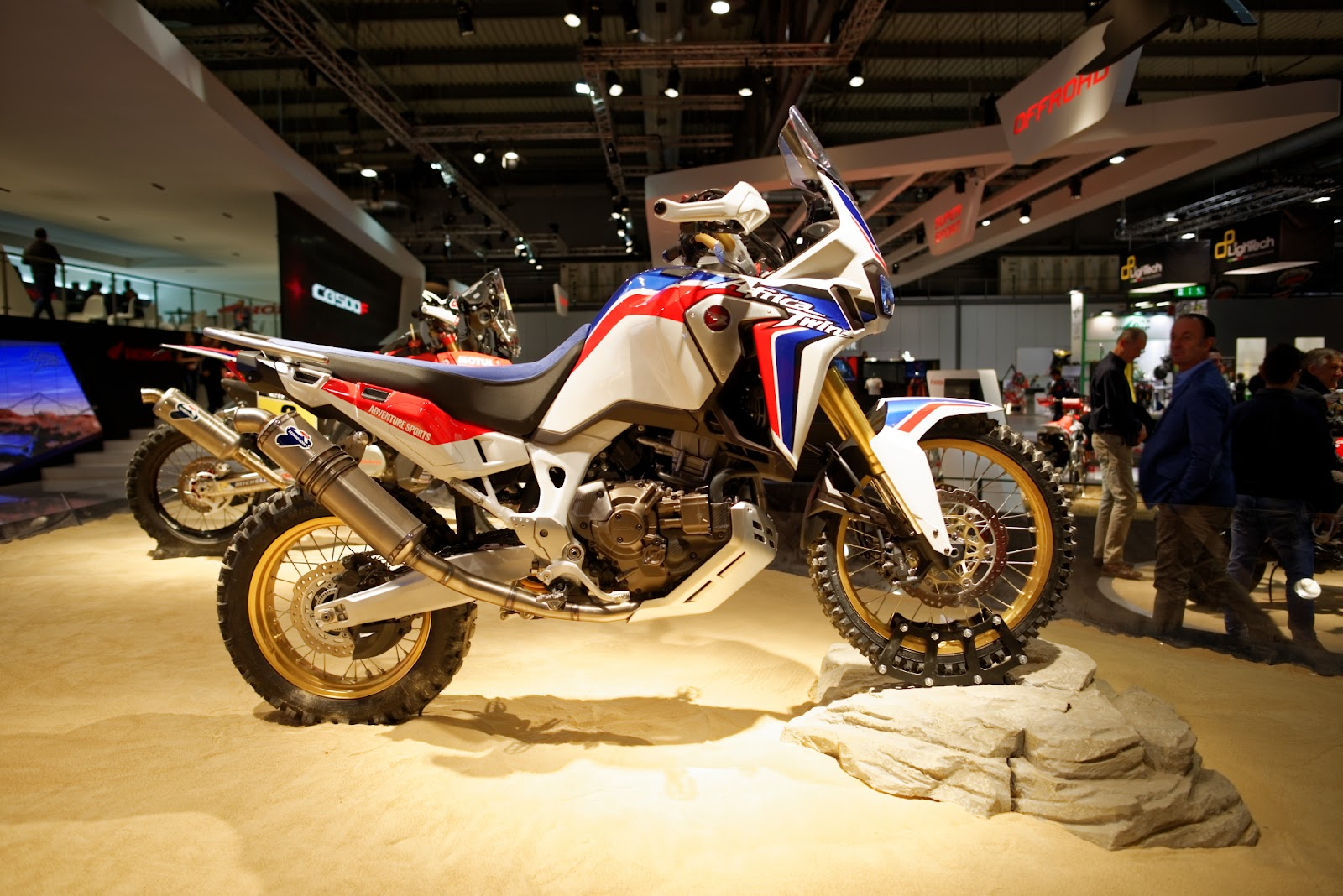 eicma 2015 some pictures africatwin org honda africa twin forum. Black Bedroom Furniture Sets. Home Design Ideas