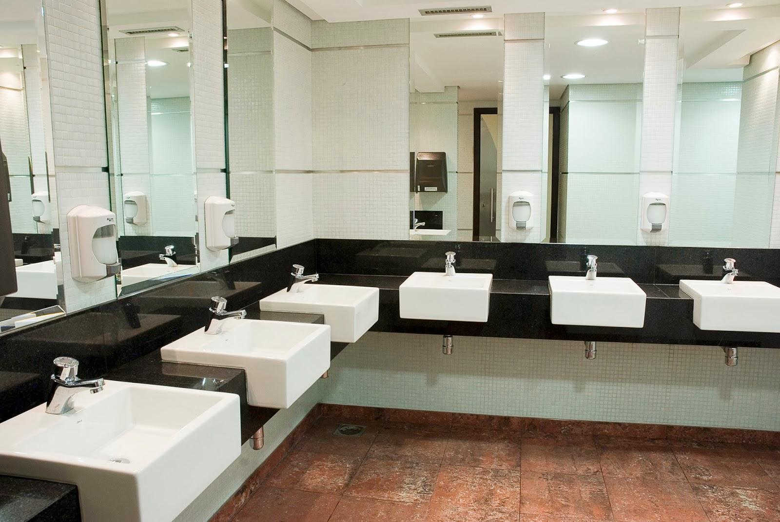 Fazemos Projetos: Soluções para banheiros sem janela. #8D593E 1600 1071