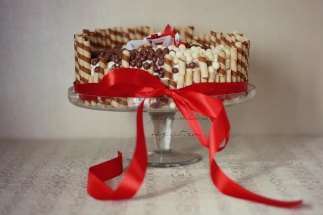 Tort z życzeniami w środku. Zamiast świeczek włóż życzenia :)