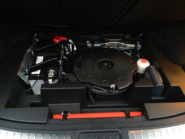 Infiniti QX70 under the boot floor