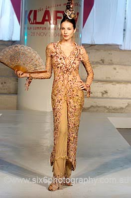The Original Indonesia Clothing: Kebaya Pengantin Modern Terbaru 2011