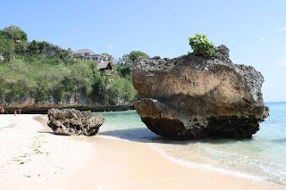 Pantai Padang Padang Bali Tempat Wisata Liburan di Bali Yang Menawan