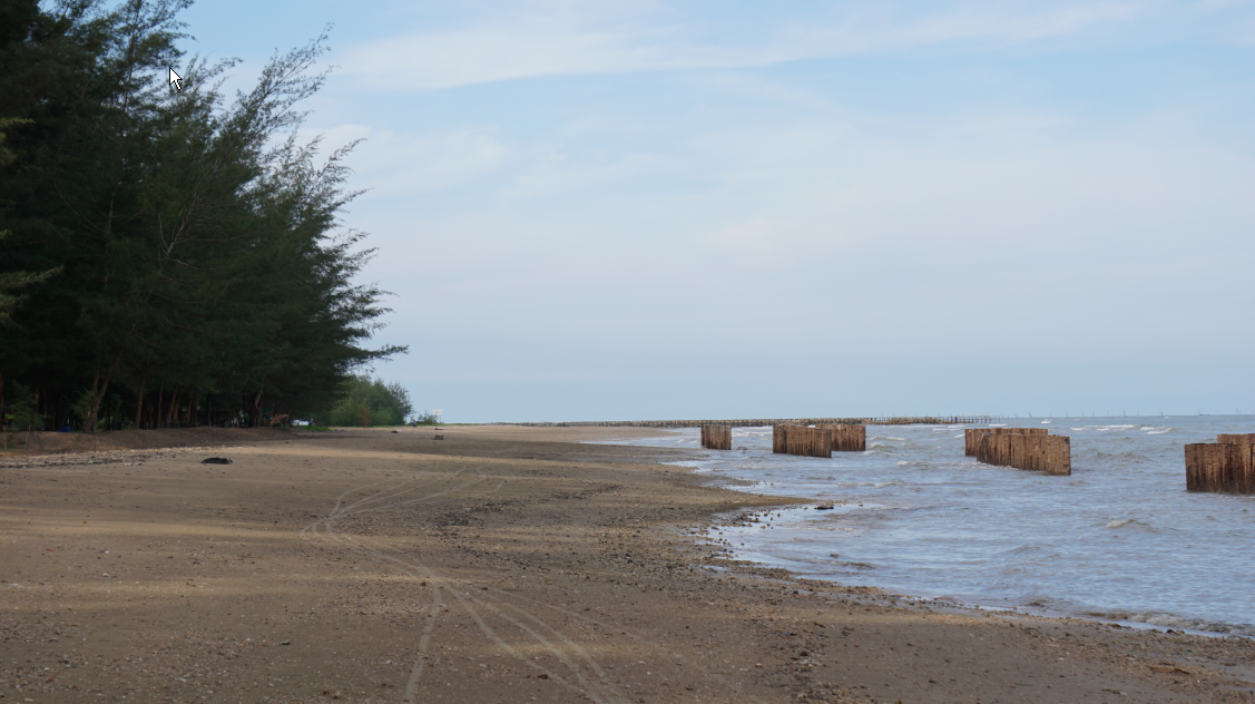 Pantai Wisata Lamaru terlihat lengang