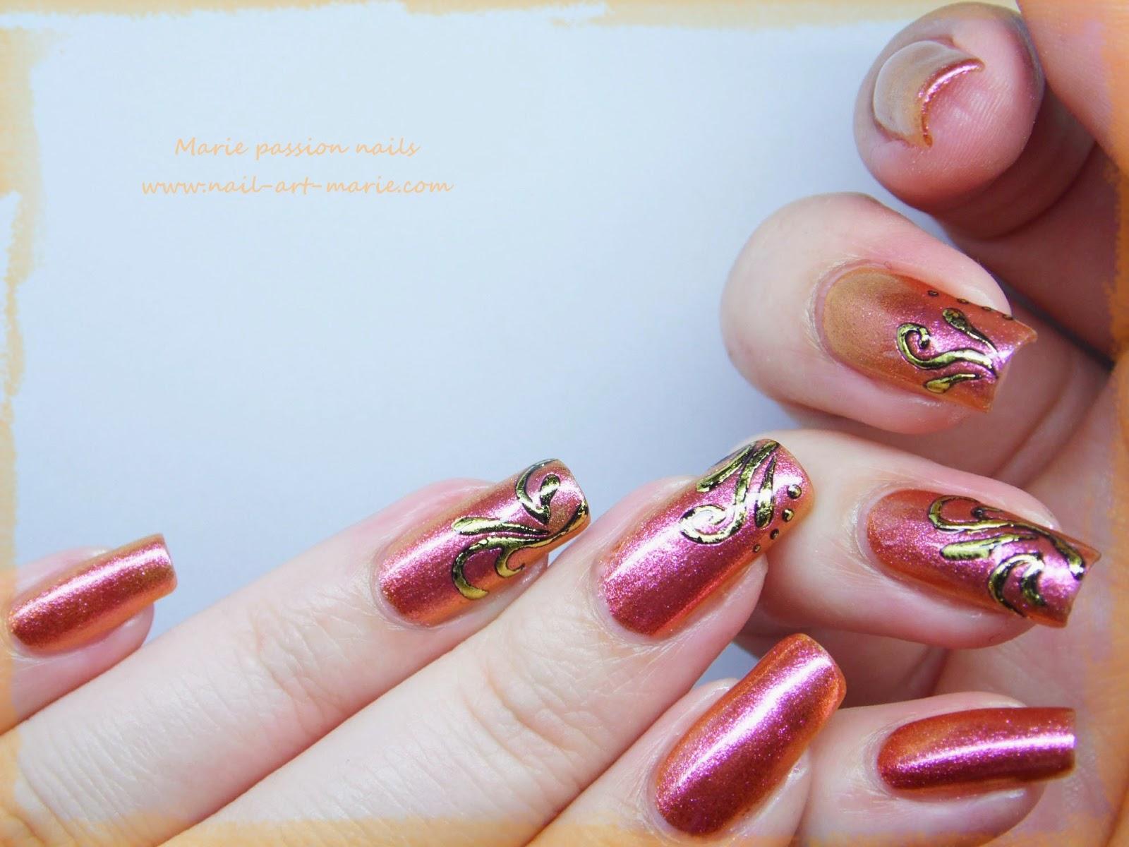 Nail art accent nail en dorures3