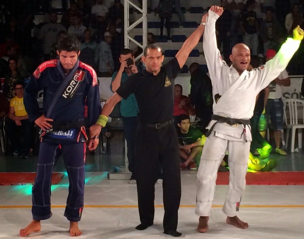 Delson Pé de Chumbo (Pitbull) vence Caio Almeida (Ryan Gracie Team) por finalização após três minutos de luta