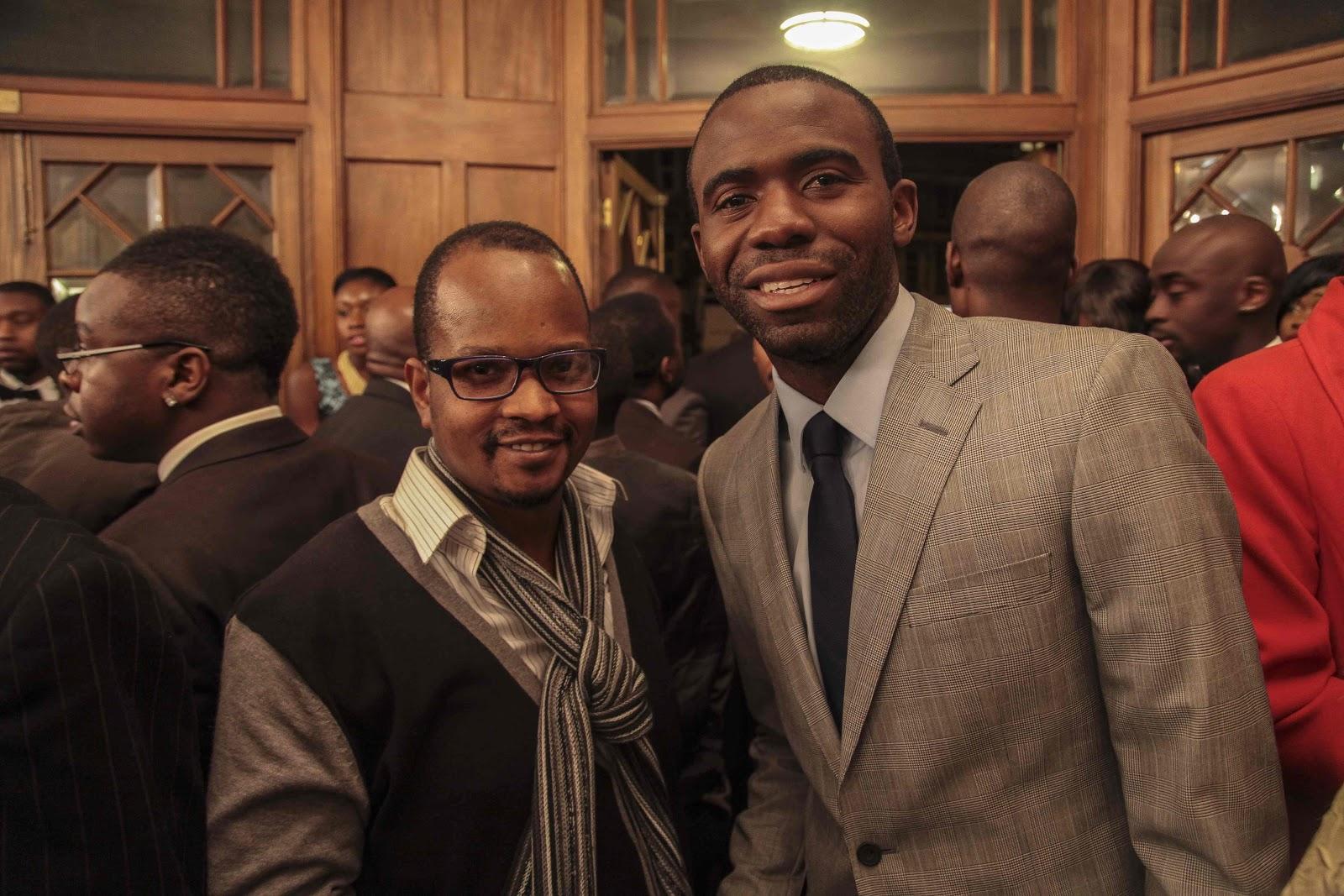 Frank Eyembe akila pozi na Fabrice Muamba