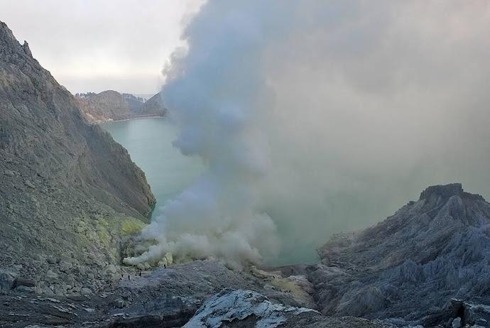 Humareda del cráter