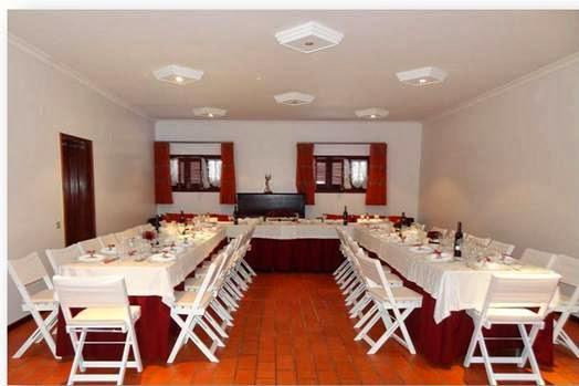 Salão para almoço ou churrasco das bodas de esmeralda ou rubi