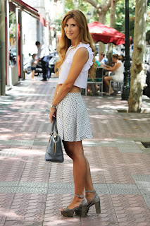 http://4.bp.blogspot.com/-N_t-6kgqXEY/UhVDbXW7PJI/AAAAAAAALck/23SQv3guxqA/s1600/look-outfit-cropped_top-fashiion-a_trendy_life-amazona_loewe-summer007.JPG