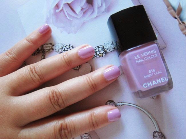 Chanel Sweet Lilac Le Vernis Nail Polish Review, Pics, Swatches