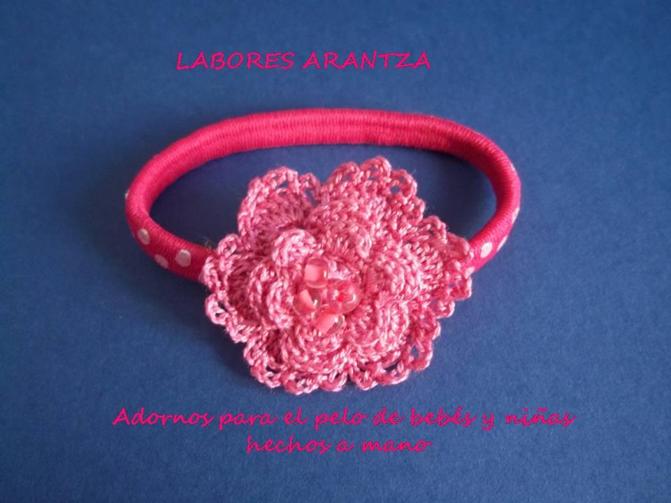 Flor rosa con pasamanería