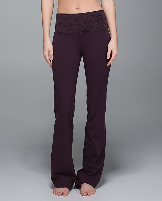 lululemon-black-cherry-groove-pant