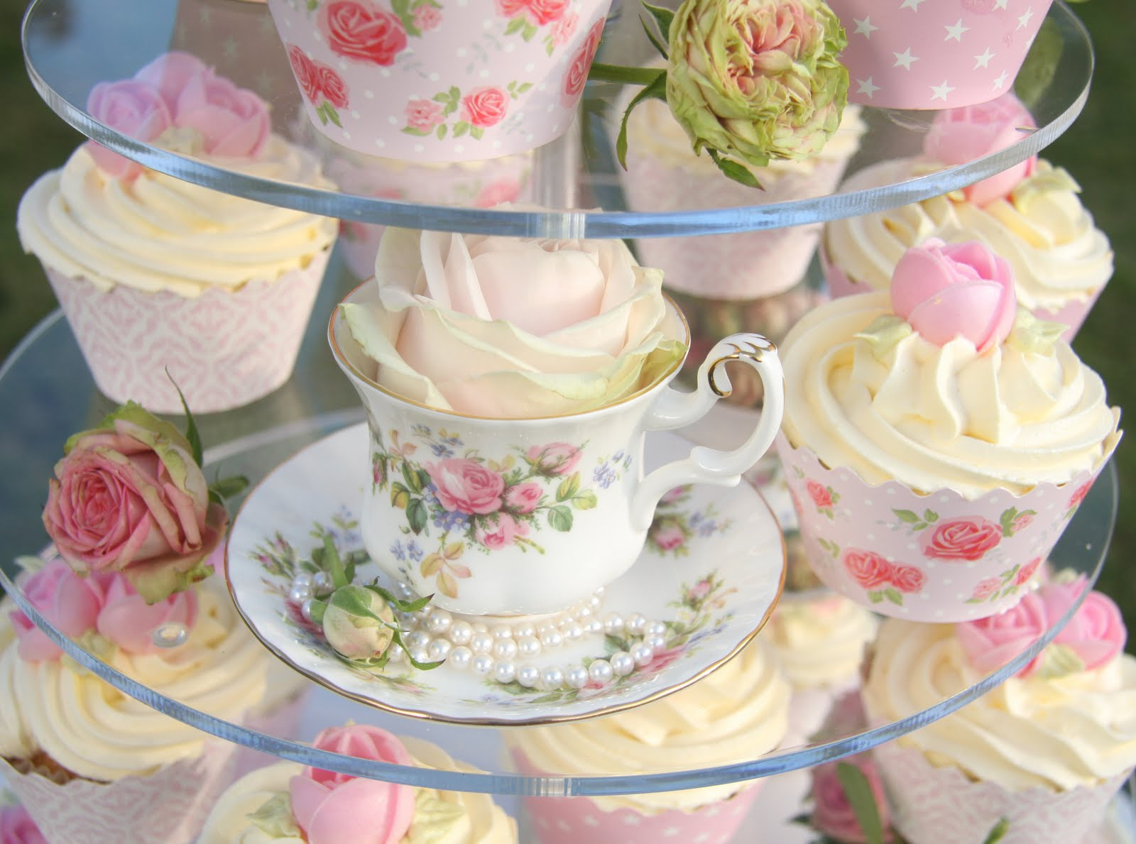 Tea Party Cake Images : Life is What You Bake it!: Vintage Cake, Cupcakes & Tea Cups