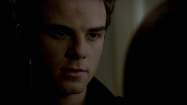 Kol Mikaelson Nathaniel+Buzolic+as+Kol+on+The+Vampire+Diaries+S03E19+2