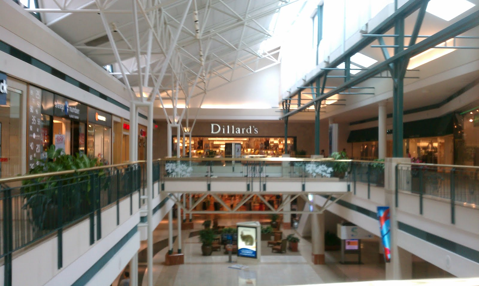 Enjoy excellent shopping in the Grand Rapids/Kentwood area in Michigan at retailers that include Macy's, JCPenney, and Apple.