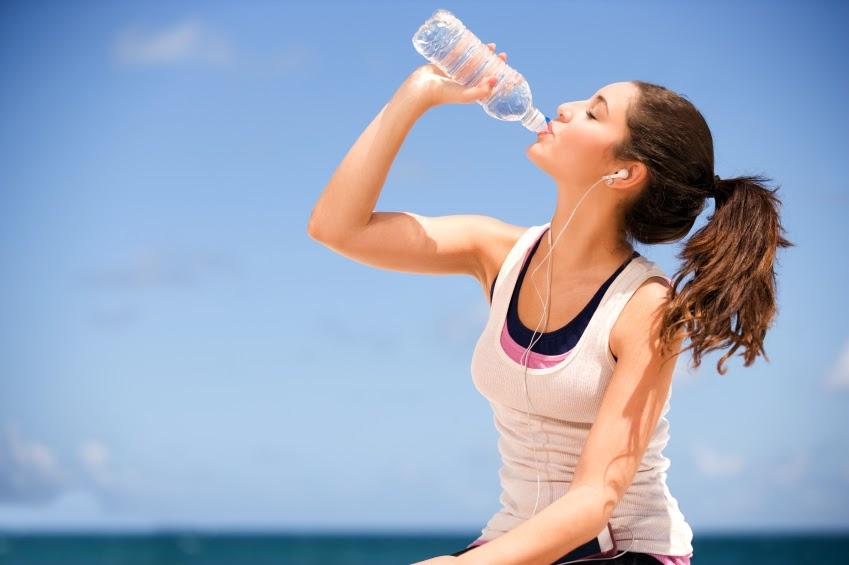 13 sai lầm tệ hại nhất bạn đang đối xử với bản thân - Không uống đủ nước