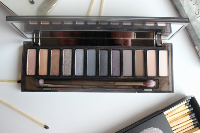 Urban Decay Naked Smoky Palette Review