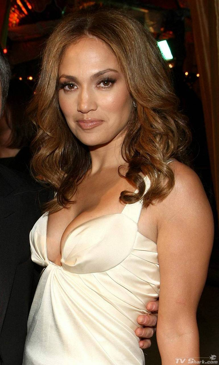Jennifer Lopez Cleavage Nude Photos 11