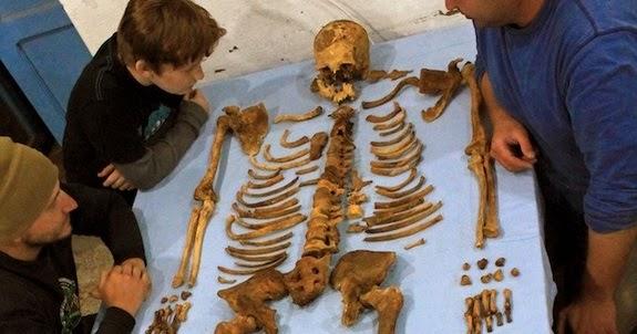 Descoberta múmia de faraó esquecido em túmulo destruído no Egito