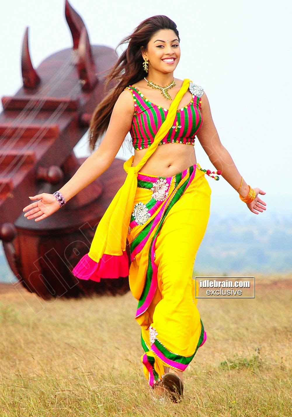 Richa Gangopadhyay  In Tight Blouse