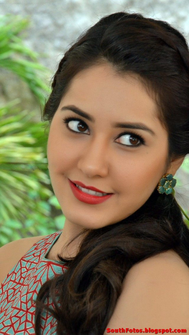 Rashi Khanna latest Hot Photos