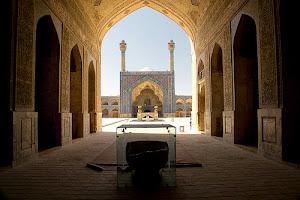 Masjid-Jameh-dua-menara-biru