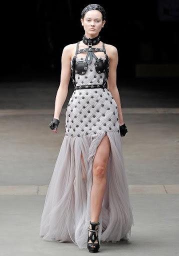 Alexander McQueen булчинска рокля с кожени ремъци