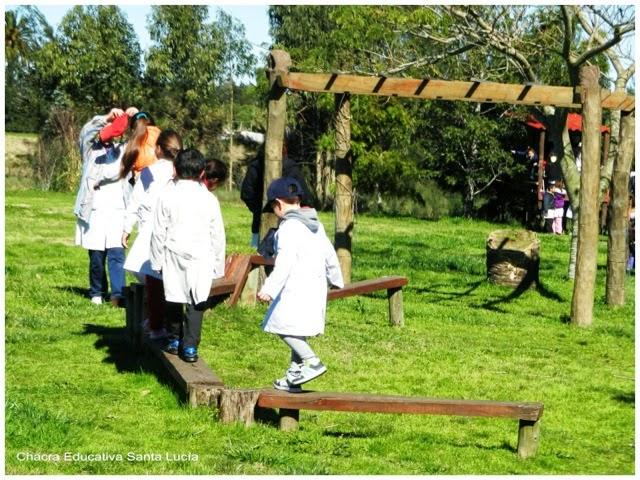Alumnos en los juegos - Chacra Educativa Santa Lucía
