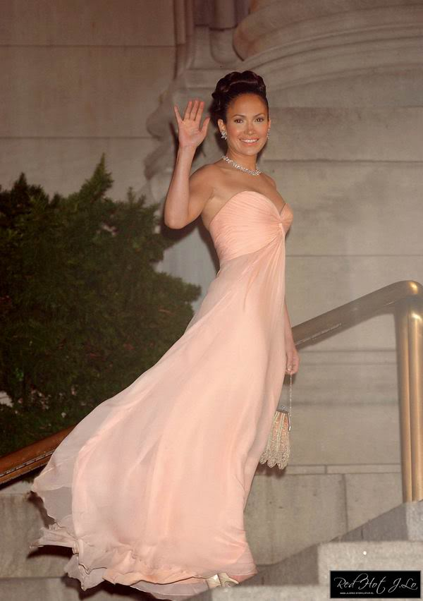 Frosting and fashion just peachy for Jlo wedding dress